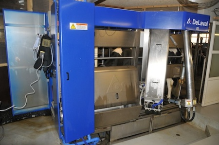 Gas sampling during milking