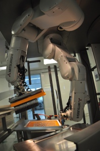 Robots are increasingly taking on handling tasks to reduce human effort in the medical/pharma sectors, for example by supplying filled syringes to the end-of-line packaging station.